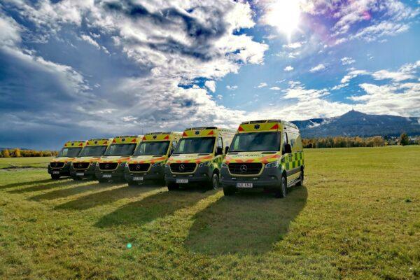 Vozový park ZZS LK se rozrostl o šest nových sanit
