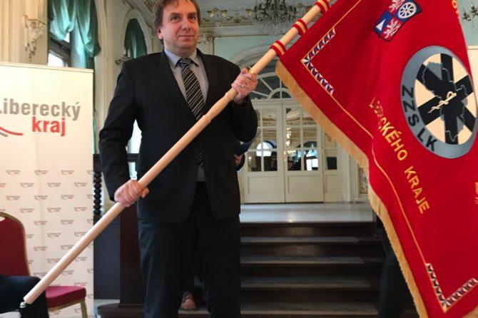 Liberecká záchranka má svůj prapor a oceněné pracovníky